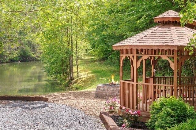 11 gatlinburg tn mountain cabins near award winning golf for Cabin near gatlinburg tn