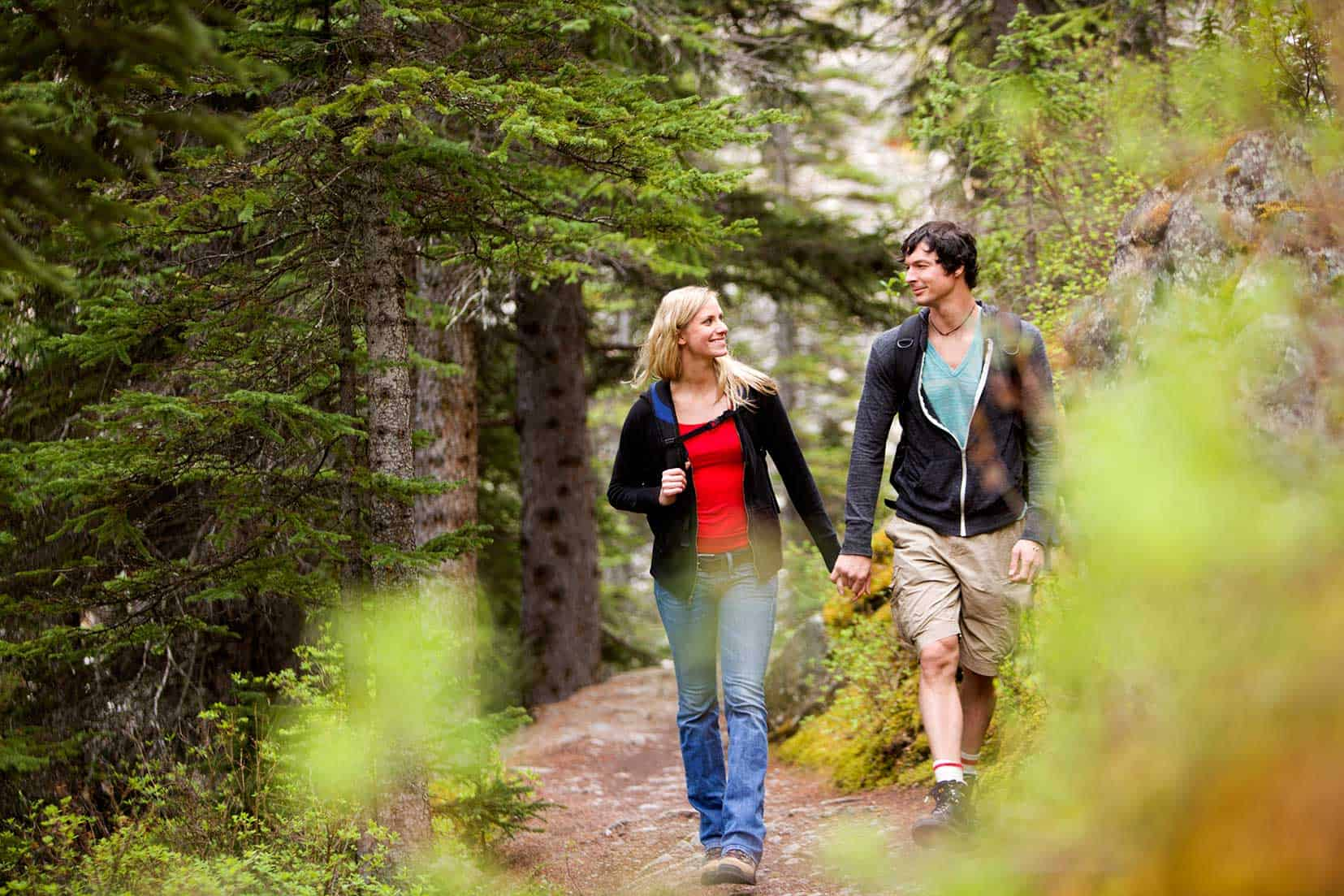 couple hiking in the Smoky Mountains